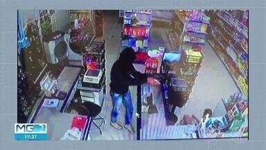 Criminosos assaltam mercaria em Imbé de Minas - Criminosos estavam armados e encapuzados. Eles renderam e agrediram dono do estabelecimento.