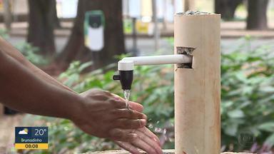 BH tem água e sabão nas ruas pra lavar as mãos - Uma das primeiras recomendações dos médicos para evitar o coronavírus é lavar bem as mãos. Em BH projetos de moradores e do poder público incentivam a prevenção.