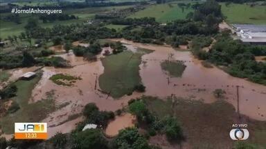 Enchente causa estragos em Inhumas - Ruas ficaram submersas.