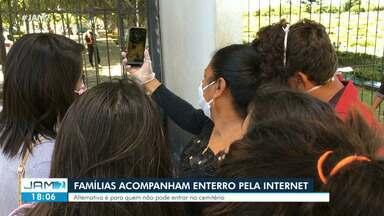 Famílias de vítimas da Covid-19 acompanham enterro pela internet - Alternativa é para quem não pode entrar no cemitério