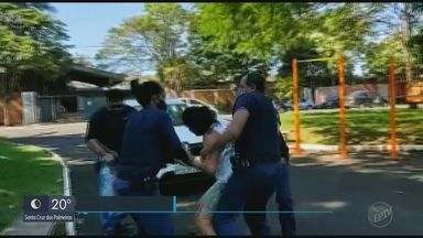 MP pede apuração de suposto abuso de autoridade de guardas durante abordagem a mulher - Caso aconteceu no dia 13 de abril, em Araraquara, quando mulher estava em praça desrespeitando a quarentena. Prefeitura disse que ela foi detida por desacato e por agredir uma guarda municipal.