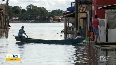 Sobe o nível do Rio Tocantins em Imperatriz - De acordo com a Defesa Civil os moradores da área atingida no porto da balsa devem sair dos imóveis e ir para abrigos disponibilizados pelo município, mas a população prefere esperar que o nível das águas volte ao normal.
