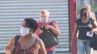 Uso de máscaras passa a ser obrigatório no Rio - Decreto da prefeitura determina o uso de máscaras em todos os locais públicos, no transportes coletivo e também no transporte privado que leva passageiros.