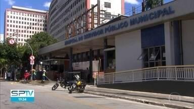 SP2 - Edição de sexta-feira, 10/04/2020 - Mortes pela covid-19 crescem 152% em uma semana. Passageiros ficam amontoados no Aeroporto de Guarulhos à espera de voo para o Nordeste. Ocupação dos leitos da rede municipal de saúde reservados para pacientes da covid-19 chega a 50%.
