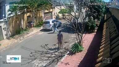 Casal é assaltado em plena luz do dia no Setor Jaó, em Goiânia - Eles tiveram o carro roubado.