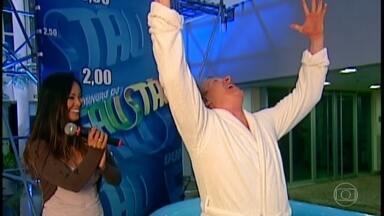 Faustão relembra americano que pulou de uma altura de onze metros - O americano mergulhou em uma piscina sem muita profundidade