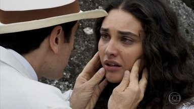 Ernesto promete Filomena em casamento e pede que ela vá embora com ele - Ela aceita tudo pra fugir do casamento armado pelos seus pais
