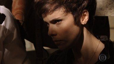 Nina tenta libertar Tufão, mas a caba sendo pega - Santiago se irrita ao saber que a polícia está vindo