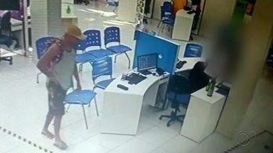 Câmera de segurança registra assalto em loja de varejo na área central de Cerquilho - O circuito de segurança de uma loja de varejo registrou o momento em que um criminoso assaltou o local na tarde de quarta-feira (28), na região central de Cerquilho (SP)