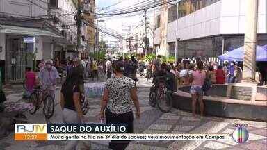 Em Campos, RJ, pagamento do auxílio emergencial gera aglomerações nas agências bancarias - Nesta quarta-feira (29), podem sacar o benefício os trabalhadores nascidos em maio e junho.