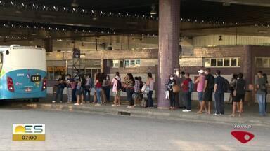 Passageiros vão receber máscaras no Terminal Campo Grande, no ES - Começa nesta segunda-feira (4) a distribuição de um milhão de máscaras nos terminais do Transcol.