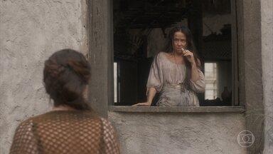 Elvira mente para fazer inveja a Germana - Ela diz que está com uma vida social intensa e tem frequentado o a Quinta da Boa Vista