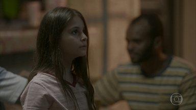 Dayse diz a Dino que Eliza vai levá-la para o Rio de Janeiro - Dayse diz a Dino que Eliza vai levá-la para o Rio de Janeiro. Jojô pede ajuda a Eliza para cortar suas roupas. Dayse responde às ofensas do pai e acaba falando mais do que deveria