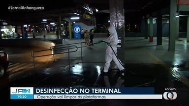 Terminal Padre Pelágio passa por processo de desinfecção em Goiânia - Operação vai limpar as plataformas.