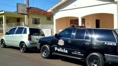 Polícia investiga suspeita de superfaturamento na contratação de segurança em Itápolis - Segundo a Polícia Civil, esquema seria orquestrado pelo comandante da GCM. Contratos possuem indícios de irregularidades e o valor deles representa R$ 250 mil. Operação apreendeu materiais na casa do suspeito.