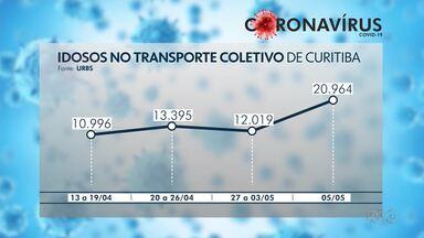 Urbs estuda restringir horário para idosos no transporte coletivo de Curitiba - Aumentou o número de pessoas acima dos 60 anos - consideradas o grupo de risco para o coronavírus - no transporte coletivo.