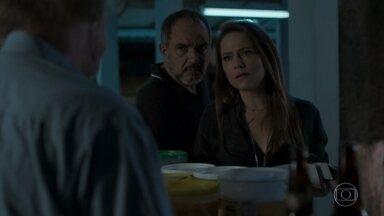 Lili e Germano descobrem que Sofia andava com um rapaz perigoso - Fabinho assiste vídeo feito por Leila e sente ciúme de Jonatas. Germano pede que Lili preserve a memória de Sofia