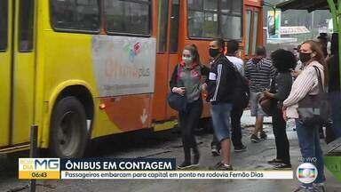 Veja como está o transporte coletivo de Contagem para BH - Passageiros que embarcam na Fernão Dias.