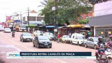Prefeitura retira barracas de camelôs em Porto Velho após recomendações do MP - Ação aconteceu na manhã desta quinta-feira (7). Não houve apreensão de produtos, segundo município.