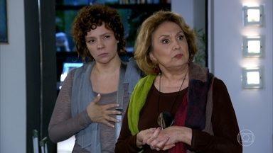 Alice flagra Paulo nu na casa dos Velmonts - Tereza Cristina diz à tia que ela não poderá se mudar para sua casa pois Paulo está hospedado lá até que resolva os problemas no casamento. Íris e Alice ficam desoladas
