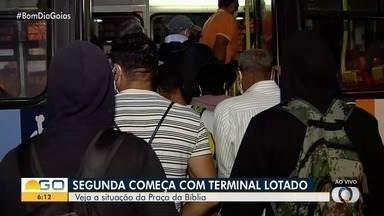 Passageiros relatam grande movimento nos terminais de Goiânia - Muitos contam que há dificuldade para embarcar com segurança e sem aglomeração.