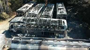 Incêndio atinge garagem de ônibus de empresa em Sorocaba - A polícia investiga a causa do incêndio em Sorocaba (SP) na madrugada de domingo (10). Seis ônibus e uma carreta foram atingidos pelo fogo na garagem da empresa Rápido Luxo Campinas, na zona oeste da cidade.