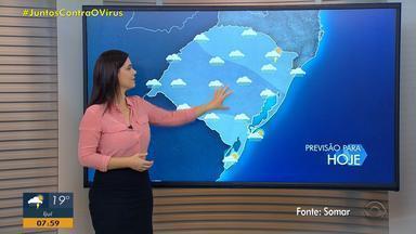 RS registra volume alto de chuva devido à frente fria - Oeste tem possibilidade de ventos fortes.