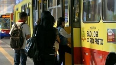 Movimento de passageiros aumenta no transporte público de Rio Preto - A prefeitura estima que houve aumento em 60% em relação ao início do período de isolamento.