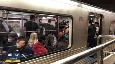 Rodízio ampliado em SP aumenta procura pelo transporte público coletivo - Metrô registra aglomerações em estações