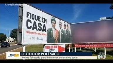 Outdoor usado para incentivar isolamento social causa polêmica, em Caldas Novas - Campanha usou imagem que viralisou nas redes sociais.