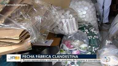 Fábrica clandestina de álcool gel é fechada, em Goiânia - Guarda Civil Metropolitana apreendeu milhares de produtos de higiene e cosméticos.
