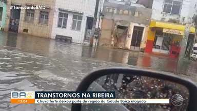 Chuva forte deixa parte da região da Cidade Baixa alagada nesta quarta-feira - Chuva atingiu diversos pontos da capital baiana nesta quarta-feira (13).