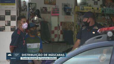Guarda de Campinas distribui máscaras de proteção aos moradores do Ouro Verde - Ação ocorreu nesta quarta-feira (13) para alertar moradores e comerciantes.