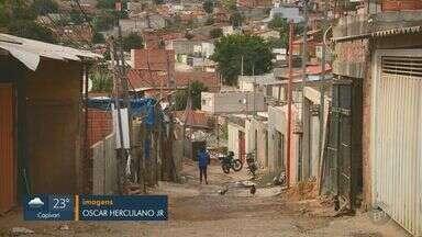 Na pandemia, 70% das famílias de Campinas que vivem em favelas têm dificuldade financeira - Região com mais pessoas em vulnerabilidade é a do bairros Oziel, Monte Cristo e Gleba B, lista a Central Única das Favelas. Sem renda e desempregados, muitos moradores vivem de doações.