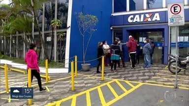 Caixa vai começar a pagar a segunda parcela do auxílio emergencial de R$ 600 reais - Pagamento começa a ser feito na próxima segunda-feira.