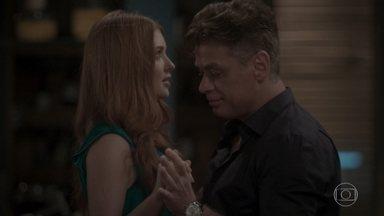Eliza dança com Arthur - Empresário não consegue animar a jovem
