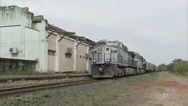 Moradores contam como é viver em um vilarejo ao redor de antiga estação de trem - Aldeia fica em Jaburá, no noroeste do estado. E ainda: Autódromo de Interlagos completa 80 anos.