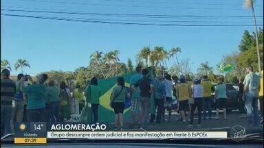 Manifestantes pró-Bolsonaro causam aglomeração durante manifestação em Campinas - Ato foi neste domingo (17). Ordem judicial que proíbe aglomerações em manifestações em Campinas prevê multa de R$ 10 mil; prefeitura diz que vai pedir aplicação da penalidade através da identificação dos carros.