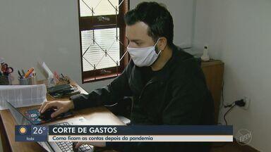 Moradores de São Carlos cortam gastos desnecessários durante a pandemia de coronavírus - As mudanças foram necessárias após os profissionais terem redução nos salários.