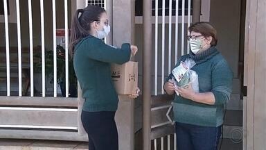 Moradores recebem kits de higiene em Campos Novos Paulista - Em Campos Novos Paulista, a prefeitura está reforçando a prevenção contra o coronavírus com a distribuição de kits de higiene para todos os moradores.