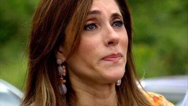 Tereza Cristina diz a René que não quer ficar no Brasil - A madame se informa sobre os países que não mantêm acordo de extradição com o Brasil.