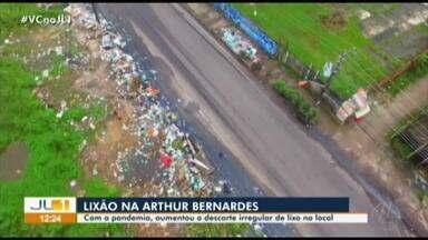 Descarte irregular gera lixão às margens da Arthur Bernardes - O problema começou a crescer durante o período de pandemia, em que há a menor circulação de pessoas na via.