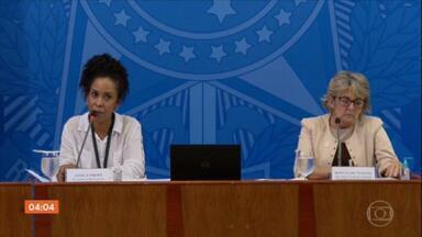 Ministério da Saúde não se manifesta sobre registro de mais de mil mortes em 24 horas - Na entrevista coletiva diária, escalou duas funcionárias para falar sobre outros assuntos relacionados à pasta.