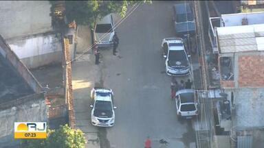 PM faz operação contra milícia em Nova Iguaçu - Já são nove presos nessa operação. Segundo as investigações, essa organização criminosa é responsável por homicídios, extorsões e roubos.