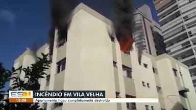 Mãe e filha são levadas para hospital após incêndio em apartamento em Vila Velha, no ES - Incêndio teve início por volta de 8h, no bairro Itapuã. Corpo de Bombeiros esteve no local e apagou as chamas.