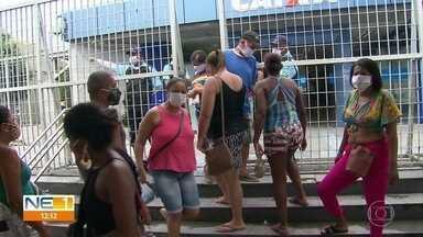 Pessoas enfrentam filas grandes na busca do auxílio emergencial - Algumas delas reclamaram dos valores e relataram dificuldades para receber o dinheiro.