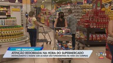 Ida aos supermercados requer cuidados especiais na pandemia - Distanciamento e higiene com as mãos são fundamentais.