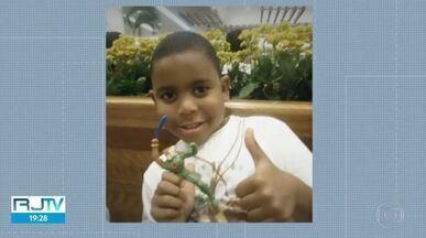 Polícia já sabe o calibre da arma que matou o menino João Pedro em São Gonçalo - O menino foi baleado durante uma operação policial no Complexo de favelas do Salgueiro, na Região Metropolitana do estado, na segunda-feira (18). Familiares acusam agentes pelo disparo que acabou matando o adolescente.