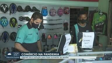 Lojas em Ribeirão Preto aumentam vendas pelas redes sociais durante quarentena - Pandemia trouxe dificuldade aos comerciantes, mas muitos conseguiram achar solução na internet.