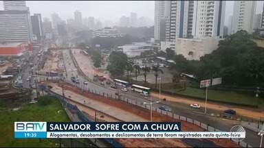 Alagamentos e desabamentos em quinta-feira de chuva em Salvador; confira - A Codesal registrou cerca de 400 ocorrências na cidade.